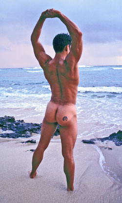 Shawn looking gorgeous in the early-morning light at Diamond Head Beach.